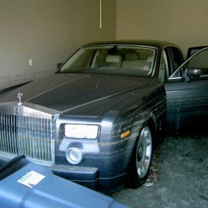 $240,000 - 2005 water damaged Royce Silver Cloud with 900 miles